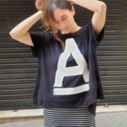 2021 new primavera tienda online guadalupe loves curling camiseta A black modelo.jpg